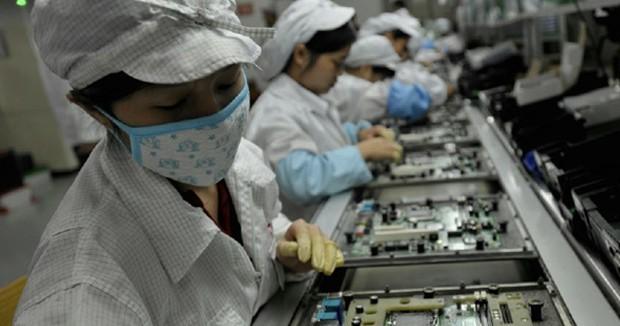 apple fabrikasında çinli işçilerden eylem