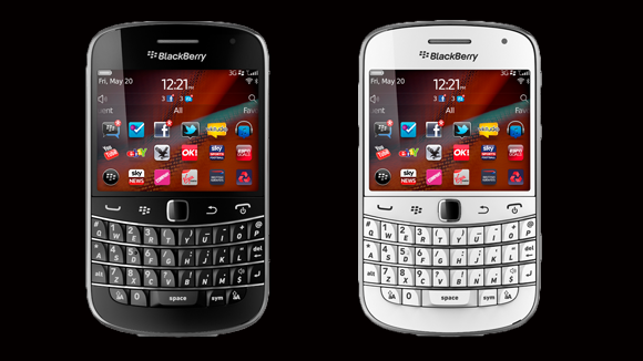 Blackberry-Bold-9900-White-Black-inceleme